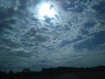 Όμορφη φύσης ζάλη φωτογραφιών σύννεφων ουρανού ηλιόλουστη στοκ φωτογραφίες με δικαίωμα ελεύθερης χρήσης