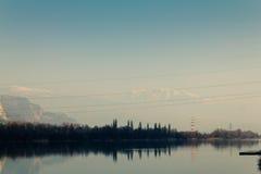 Όμορφη φύση με τα ηλεκτροφόρα καλώδια Στοκ εικόνες με δικαίωμα ελεύθερης χρήσης