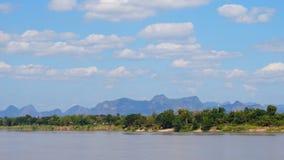 Όμορφη φύση χρονικού σφάλματος κατά μήκος Mekong του ποταμού απόθεμα βίντεο