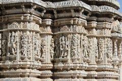 Όμορφη χάραξη πετρών στον αρχαίο ναό ήλιων στο ranakpur στοκ εικόνες