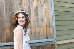 Όμορφη χαμογελώντας νύφη Στοκ εικόνες με δικαίωμα ελεύθερης χρήσης