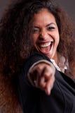 Όμορφη χαμογελώντας γυναίκα που δείχνει το δάχτυλο Στοκ εικόνες με δικαίωμα ελεύθερης χρήσης
