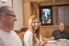 όμορφη χαμογελώντας γυναίκα Στοκ φωτογραφία με δικαίωμα ελεύθερης χρήσης