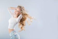 όμορφη χαμογελώντας γυναίκα Στοκ Φωτογραφίες