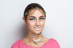όμορφη χαμογελώντας γυναίκα Στοκ εικόνα με δικαίωμα ελεύθερης χρήσης