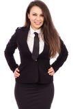 Όμορφη χαμογελώντας επιχειρηματίας με τα χέρια στα ισχία Στοκ Εικόνες