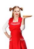 Όμορφη χαμογελώντας νοικοκυρά στην κόκκινη ποδιά με το αστείο holdi ponytails Στοκ εικόνα με δικαίωμα ελεύθερης χρήσης