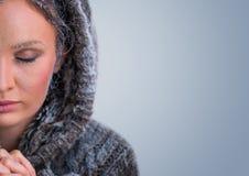 Όμορφη χειμερινή γυναίκα στον παγετό Στοκ φωτογραφίες με δικαίωμα ελεύθερης χρήσης