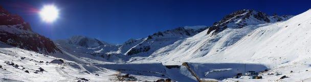Όμορφη χειμερινή όψη των βουνών Στοκ εικόνα με δικαίωμα ελεύθερης χρήσης