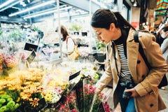 Όμορφη χλωρίδα ταξιδιωτικής αγοράς στην αγορά μπροκάρ στοκ εικόνες