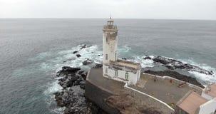 Όμορφη ωκεάνια άποψη με το lighthose φιλμ μικρού μήκους