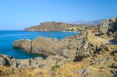 Όμορφη δύσκολη ακτή του νησιού της Κρήτης σε Preveli Στοκ Εικόνες
