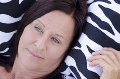 Μόνη στοχαστική ώριμη γυναίκα Στοκ Φωτογραφίες
