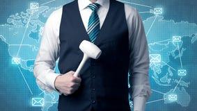 Όμορφη businassman στάση με το εργαλείο σε ετοιμότητα του Στοκ Εικόνες