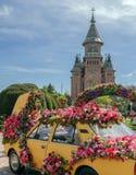 Όμορφη floral διακόσμηση ενός παλαιού αυτοκινήτου σε Timisoara, Ρουμανία στοκ εικόνες με δικαίωμα ελεύθερης χρήσης