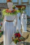 Όμορφη floral διακόσμηση με τα αγάλματα στοκ φωτογραφία με δικαίωμα ελεύθερης χρήσης