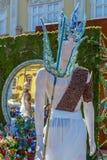 Όμορφη floral διακόσμηση με τα αγάλματα στοκ εικόνα