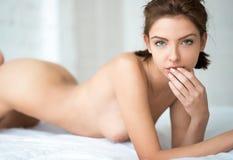 όμορφη nude γυναίκα πορτρέτου Στοκ φωτογραφία με δικαίωμα ελεύθερης χρήσης
