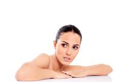 Όμορφη nude γυναίκα που απομονώνεται στο άσπρο υπόβαθρο Στοκ φωτογραφίες με δικαίωμα ελεύθερης χρήσης
