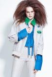 Όμορφη redhead πρότυπη τοποθέτηση στον πυροβολισμό στούντιο Στοκ φωτογραφία με δικαίωμα ελεύθερης χρήσης