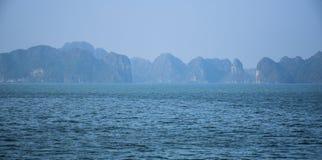Όμορφη seascape άποψη του κόλπου Halong, Βιετνάμ στοκ φωτογραφίες με δικαίωμα ελεύθερης χρήσης