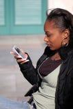 όμορφη texting γυναίκα Στοκ φωτογραφίες με δικαίωμα ελεύθερης χρήσης