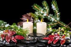 Όμορφη winter spa έννοια των πετρών βασαλτών zen με τις πτώσεις, λι Στοκ Φωτογραφία