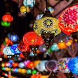 Όμορφοι αραβικοί λαμπτήρες σε έναν bazaar Στοκ Φωτογραφία