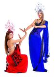 Όμορφοι νέοι χορευτές που φορούν τα ασιατικά κοστούμια στοκ εικόνα με δικαίωμα ελεύθερης χρήσης
