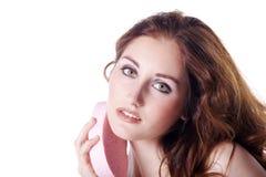 Όμορφοι νεόνυμφοι γυναικών με ένα σφουγγάρι στοκ φωτογραφία με δικαίωμα ελεύθερης χρήσης