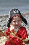 Όμορφοι παίζοντας πειρατές μικρών κοριτσιών Στοκ φωτογραφία με δικαίωμα ελεύθερης χρήσης