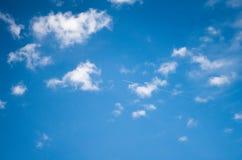 Όμορφοι σχηματισμοί σύννεφων στον ουρανό στοκ φωτογραφίες