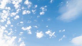 Όμορφοι σχηματισμοί σύννεφων στον ουρανό στοκ εικόνες