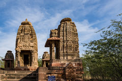 Όμορφοι χαρασμένοι αρχαίοι ναοί Jain που κατασκευάζονται στη 6η ΑΓΓΕΛΙΑ αιώνα σε Osian, Ινδία Στοκ Εικόνα