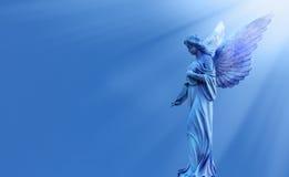 Όμορφος άγγελος κατά την πανοραμική άποψη ουρανού Στοκ Εικόνες