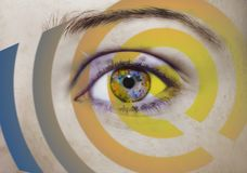 Όμορφος ένας οξυδερκής φαίνεται μάτι με την επίδραση τέχνης Κλείστε αυξημένος στοκ φωτογραφίες
