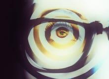 Όμορφος ένας οξυδερκής φαίνεται μάτι με την επίδραση τέχνης Κλείστε αυξημένος στοκ εικόνες