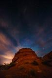 Όμορφος έναστρος ουρανός νύχτας πέρα από την κοιλάδα του ΝΕ κρατικών πάρκων πυρκαγιάς Στοκ Εικόνες