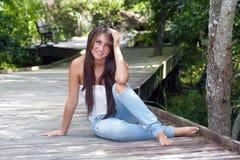 όμορφος έφηβος brunette 2 υπαίθρι&a Στοκ Φωτογραφία