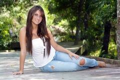 όμορφος έφηβος brunette 4 υπαίθρι&a Στοκ εικόνα με δικαίωμα ελεύθερης χρήσης