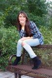 όμορφος έφηβος brunette 5 υπαίθρι&a Στοκ Φωτογραφία