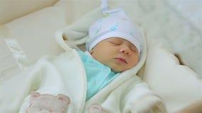 Όμορφος λίγος ύπνος μωρών απόθεμα βίντεο