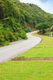 Όμορφος αγροτικός δρόμος εκτός από την παραλία γύρω από τα νησιά Phuket, άποψη Στοκ Εικόνες