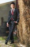 Όμορφος ασιατικός επιχειρηματίας που εξετάζει σας Στοκ Εικόνες