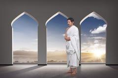 Όμορφος ασιατικός μουσουλμάνος hajj που προσεύχεται Στοκ Εικόνα