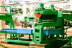Όμορφος βιομηχανικός ισχυρός εξοπλισμός μετάλλων της γραμμής παραγωγής στην μηχανή-οικοδόμηση του πετροχημικού εργοστασίου χημική στοκ φωτογραφίες