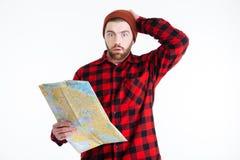 Όμορφος γενειοφόρος νεαρός άνδρας που σκέφτεται για κάτι Στοκ Φωτογραφίες