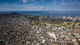Όμορφος εναέριος επικεφαλής κρατήρας και στο κέντρο της πόλης Waikiki Χονολουλού oahu Χαβάη διαμαντιών άποψης στοκ εικόνες