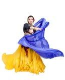 Όμορφος εξωτικός φυλετικός χορευτής κοιλιών με την μπλε γυναίκα σαλιών στοκ εικόνες