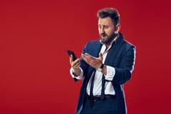 Όμορφος επιχειρηματίας με το κινητό τηλέφωνο Στοκ φωτογραφία με δικαίωμα ελεύθερης χρήσης